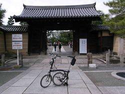 大徳寺門前で